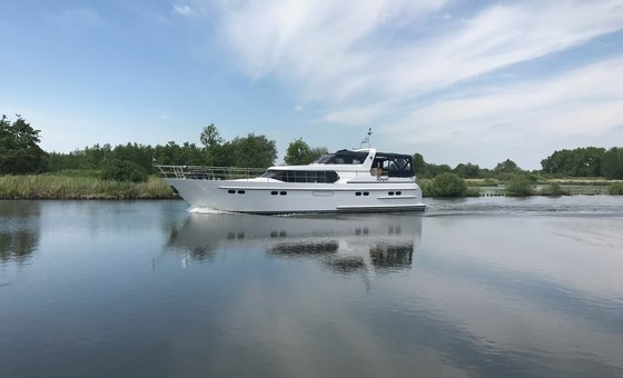 Royal (Pacific Allure 155) for hire